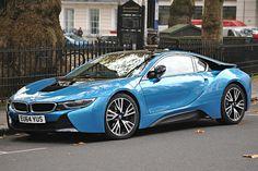 Голубая модель BMW i8