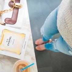 Что женщинам надо? Что радовало глаз, тело и душу. ❤💙💛Приходите к нам в JiST, будем радовать приятными к телу и стильными кашемировыми свитерами и джинсами из новых коллекций, а также поделимся нашим отличным настроением!😀 #fall #fashion #outfitidea: #stylish & #trendy #sweater & #jeans helps to create #chic & #cozy #outfit #мода #стиль #тренды #джинсы #свитер #модно #стильно #осень #новаяколлекция