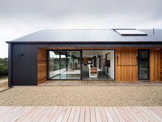 28 ideas exterior wood facade timber cladding for 2019 House Cladding, Timber Cladding, Exterior Cladding, Facade House, Cladding Ideas, Wall Exterior, Exterior Doors, Black Exterior, Building Exterior