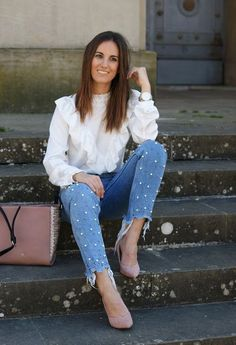 2018 Pearl Embellished Jeans Trend- Diy or Buy – Designers Outfits Collection - 2019 Jean Outfits, Casual Outfits, Cute Outfits, Diy Jeans, Denim Fashion, Fashion Outfits, Womens Fashion, Casual Chic, Embellished Jeans