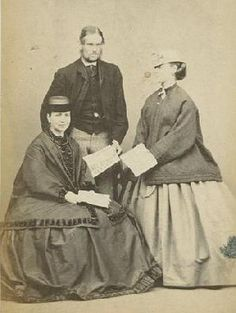 The Barrington House, Civil War era. Are they holding newspapers? Victorian Women, Victorian Era, Victoria Reign, Civil War Fashion, Old Images, American Civil War, British History, Hats For Women, Vintage Photos