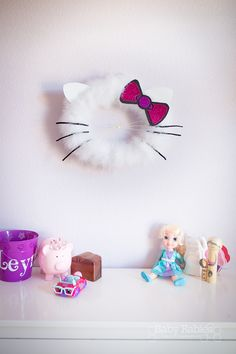 How to make a Hello Kitty inspired wreath! Post includes printable templates for ears and bow, making this a super easy project! | BabyRabies.com