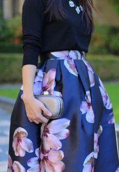 @classyinthecity loves the dark floral on her dress, decent and elegant midi dress choices in winter time. Her fans vote that this is a must-have piece for winter's closet! More good taste pieces are here!