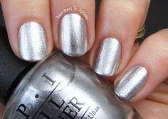 'Tis the season for stunning nails.