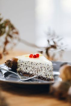 Cheesecake počesku: ztvarohu, máku azakysané smetany - Proženy Cheesecake, Convenience Food, Something Sweet, Sweet Desserts, Paleo Diet, Food Videos, Breakfast Recipes, Sweet Tooth, Food And Drink