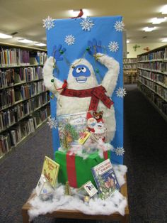 Abominable Snowman - Winter book display at Miami Lakes Branch Library (December Christmas Door Decorating Contest, Office Christmas Decorations, School Decorations, Cubicle Decorations, Library Themes, Library Book Displays, Christmas Classroom Door, Kids Christmas, Reading Display