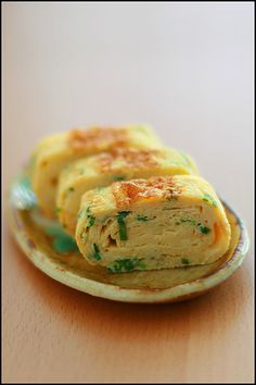 Tamago yaki-best bar food or anytime snack! Mmm making me hungry.....