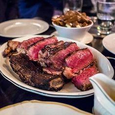 """O estilo """"Peter Luger Steakhouse"""" é uma referência nova iorquina do que há de melhor em carnes, em especial o T-bone. É uma parada obrigatória aos carnívoros de plantão que passam pelo bairro do Brooklin (NY). Caso neste momento você esteja sem muito tempo ($) pra dar uma passadinha por lá, aqui no Brasil temos excelentes restaurantes que divulgam o estilo """"Peter Lugers"""" no preparo de seus grelhados! Experimente!  CURTA NOSSA PÁGINA NO FB"""