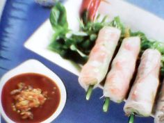 FRESH SUMMER ROLLS WITH SHRIMP, CHICKEN AND CHIVES !!