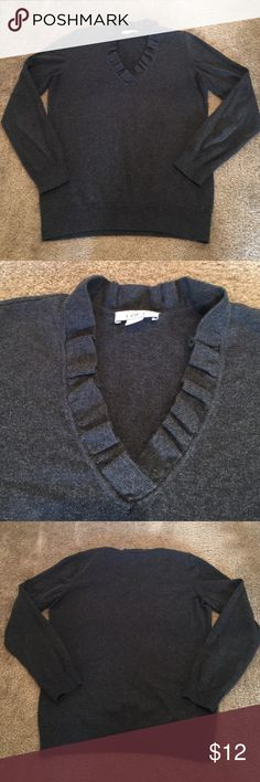 Ann Taylor Loft Sweater - SZ M Very gently used and in great condition.  Trying to get rid of some warmer clothes since Phoenix doesn't get as cold as where I moved from.  Take a look around my closet as I do offer a bundle discount. 😃👌🏻 LOFT Sweaters V-Necks