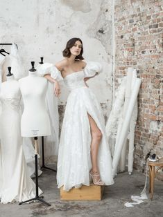 Retro Wedding Dresses, Wedding Dress Trends, Long Midi Dress, Skirt And Top Set, Photo Couple, Bridal Session, Tulle Dress, Bridal Style, One Shoulder Wedding Dress