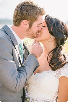 How to kiss without awkwardness in photos