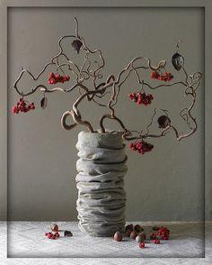 Corylus avelana contorta, the twisted hazelnut ikebana Ikebana Arrangements, Ikebana Flower Arrangement, Flower Vases, Flower Art, Floral Arrangements, Art Flowers, Cactus Flower, Flowers Garden, Arte Floral