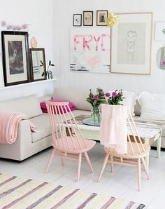 Pink and white living room decoration. #splendidspaces