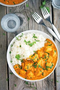 Easy Creamy Crock-Pot Chicken Tikka Masala One serving yields 400 calories, 18 grams of fat, 6 grams of carbs, and 49 grams of protein.