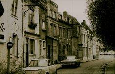 Etat de la Ruelle Crasseau à Valenciennes en 1975 . Les restaurations de maisons viennent juste de commencer . Admirez les panneaux…