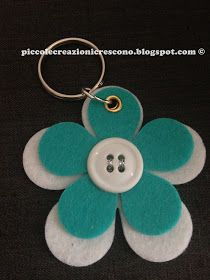 Piccole Creazioni Crescono: Le Creazioni di Natale: I Portachiavi in feltro Foam Crafts, Preschool Crafts, Paper Crafts, Crafts To Make And Sell, Diy And Crafts, Crafts For Kids, Market Day Ideas, Felt Keychain, Teachers Day Gifts