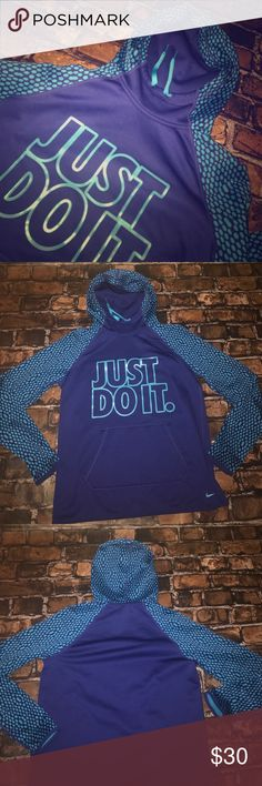 Nike Therma-Fit Hoodie Fun and warm hoodie .... perfect for the gym! Nike Tops