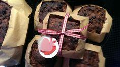 Apelbrot: aus Backpapier Förmchen gefaltet und Brot darin gebacken. Nette Schleife drum und ein paar Äpfelchen ausgestanzt