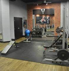 Used Brick Faux Brick Panel – Fauxstonesheets Home Gym Garage, Diy Home Gym, Home Gym Decor, Faux Brick Panels, Brick Paneling, Loft Style Bedroom, Small Home Gyms, Brick Interior, Home Gym Design