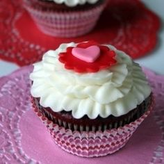 Valentine's Ruffle Heart Cupcake, Shannon we'll take a box of these for Valentines!