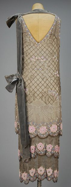 Art Deco ~ 1920's Dinner dress.