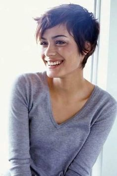 {HAIR ENVY} How gorgeous is this cute pixie haircut? After i get out of college im cutting my hair like this Cut My Hair, New Hair, Shot Hair Cuts, Pixie Hairstyles, Cool Hairstyles, Hairstyles 2016, Women Pixie Haircut, Messy Pixie Haircut, Pixie Haircut Round Face