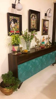 Home interior Design Videos Living Room Hanging Plants Link – Right here are the best pins around Coastal Home interior! Indian Living Rooms, My Living Room, Living Room Decor, Indian Room Decor, Ethnic Home Decor, Buddha Decor, Pooja Room Design, Indian Home Interior, Small Space Interior Design