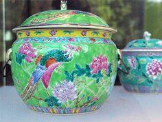 """IMGP7210 Paris - Musée du quai Branly - """"Baba Bling"""" - La culture chinoise à Singapour. Jarre en porcelaine - Chine - Fin du XIXe siècle"""