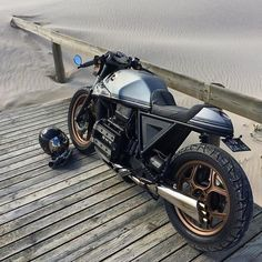 A day at the beach. Great lines on this BMW K75 by @tonupgarage. Solid build!