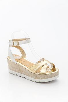 Arany-fehér telitalpú bőr szandál. Wedges, Shoes, Fashion, Moda, Zapatos, Shoes Outlet, Fashion Styles, Shoe, Fashion Illustrations