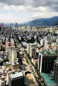 Caracas,  Av.  Libertador, sector La Campiña