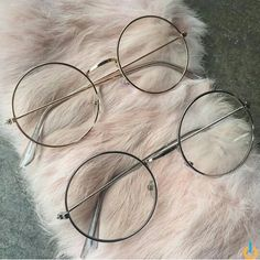 Clothes Art Frames New Ideas Circle Glasses, Fake Glasses, Glasses Frames, Round Lens Sunglasses, Cute Sunglasses, Sunnies, Cat Eye Colors, Lunette Style, Accesorios Casual