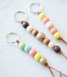 "DIY Wooden Bead Keychain Get the how-to for these cute wooden bead keychains and hundreds of other DIY ideas at The Sweetest Occasion"", ""pinner"": {""username"": ""first_name"": ""Stacey"", ""domain_url"": null, ""is_default_image"": true, ""image_medium_url"":. Clay Keychain, Wooden Keychain, Diy Pompon, Crea Cuir, Bead Crafts, Diy Crafts, Diy Monogram, Idee Diy, Perfect Gift For Mom"