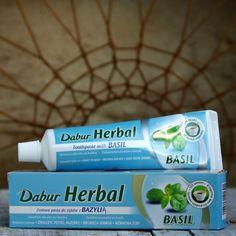Ajurwedyjska pasta do zębów z ekstraktem z bazyli.  Dabur Herbal Toothpaste Imperial Basil (Tulsi)