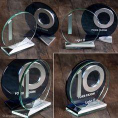 Награда стеклянная 2 в 1 - nagrada.ua™ Trophy Plaques, Trophies And Medals, Glass Trophies, Award Plaques, Company Anniversary, Acrylic Trophy, Glass Awards, Plaque Design, Trophy Design