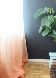 Dip-and-dye curtain
