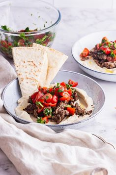 These spiced beef and hummus bowls make a simple and tasty summer dinner. Topped with fresh tomatoes and parsley and served with pitta or flatbread it's the perfect easy meal. Easy Dinner Recipes, Summer Recipes, Easy Meals, Picnic Recipes, Lunch Recipes, Spicy Recipes, Healthy Recipes, Dip Recipes, Delicious Recipes