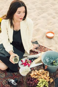 Sunny days call for the perfect seaside picnic like this one featuring Style Society contributor Ann Street Studio #Eccodomanicelebration