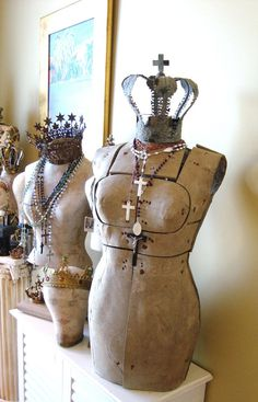Antique Mannequin with Crown and Rosaries.so shabby! - Home Decor Ideas Vintage Mannequin, Dress Form Mannequin, Vintage Dresses, Vintage Outfits, Vintage Clothing, Shabby Chic, Stretchy Headbands, Vintage Love, Vintage Pins