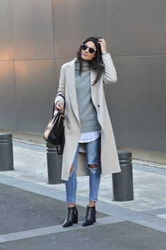 Cute Winter Outfits To Get You Inspired Federica L. + casual style here + pair of heavily distressed denim jeans + oversized printed blouse + gorgeous cashmere sweater Outfit: Zara. Sunday Outfits, Mode Outfits, Fashion Outfits, Womens Fashion, Fashion Trends, Dress Fashion, Fashion Ideas, Jeans Fashion, Fashion Tips