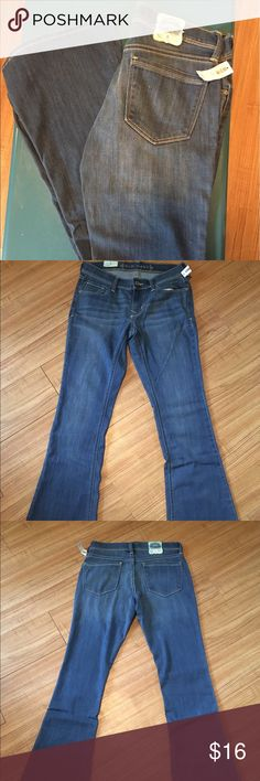 NWT Old Navy skinny mini flare jeans NWT Old Navy skinny mini flare denim jeans. Size 8 Old Navy Jeans Boot Cut