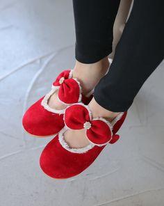 Ozkiz Girls Delight Polyurethane Fur Flats #Kidsshoes #Koreanstyle #kidsshoes #flatshoes #FurFlats #fallshoes