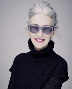 How to go grey gracefully #GreyHair #BeautyTrends