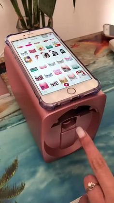 This nail art printer machine makes the nail art very easy & quick ! What do you think ? The post Nail Art Printer Machine Video appeared first on nageldesign. Cute Nails, Pretty Nails, Smart Nails, Pretty Nail Colors, Fancy Nails, Hair And Nails, My Nails, 3d Nails Art, Shellac Nails Fall