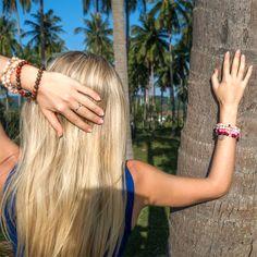 Náramky Beads of Love z minerálů jsou plné pozitivní energie a vibrací, léčí, dodávají sílu, energii a lásku. Hair Styles, Beauty, Hair Plait Styles, Hair Makeup, Hairdos, Haircut Styles, Hair Cuts, Hairstyles, Beauty Illustration