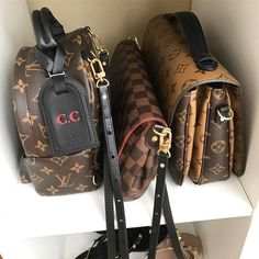 """2,390 Me gusta, 59 comentarios - Charis • Lvlover cc (@lvlovercc) en Instagram: """"My Fav small canvas crossbody bags that are worry free and 💦 free😍 P.s New Vid went up on my YT…"""""""