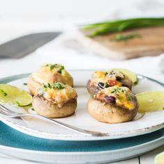Wenn dein Grillabend zur Fiesta Mexicana wird, dann könnte das an den gefüllten Champignons Enchilada-Style liegen. Veganer Käse-Sombrero inklusive.