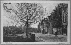 : De westzijde van de Broersvest tussen de Lange Kerkstraat en het Herenpad, gezien in zuidelijke richting
