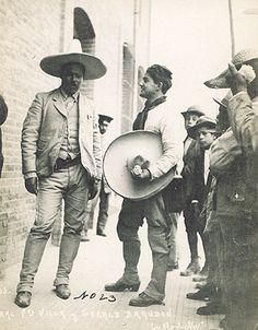 LEl Caudillo del Norte trajeado y con sombrero Pancho Villa dressed up Pancho Villa, Mexican American, Mexican Art, Old Pictures, Old Photos, Latina, Mexican Revolution, Mexican Heritage, South Of The Border